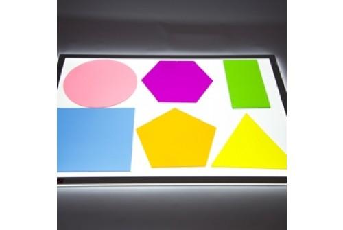 Geo figūros šviesos stalui