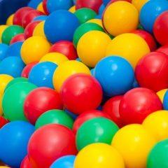 500 spalvotų kamuoliukų