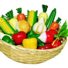 Medinukai krepšelyje – daržovės