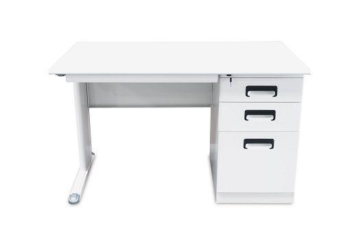 Baltas rašomasis stalas