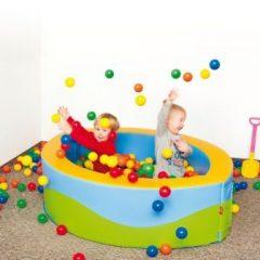 Ovalus baseinas su 1000 kamuoliukų