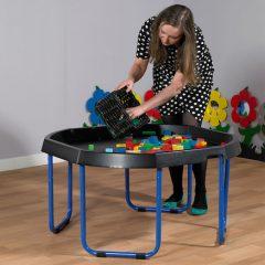 Reguliuojamas žaidimų stovas su padėklu