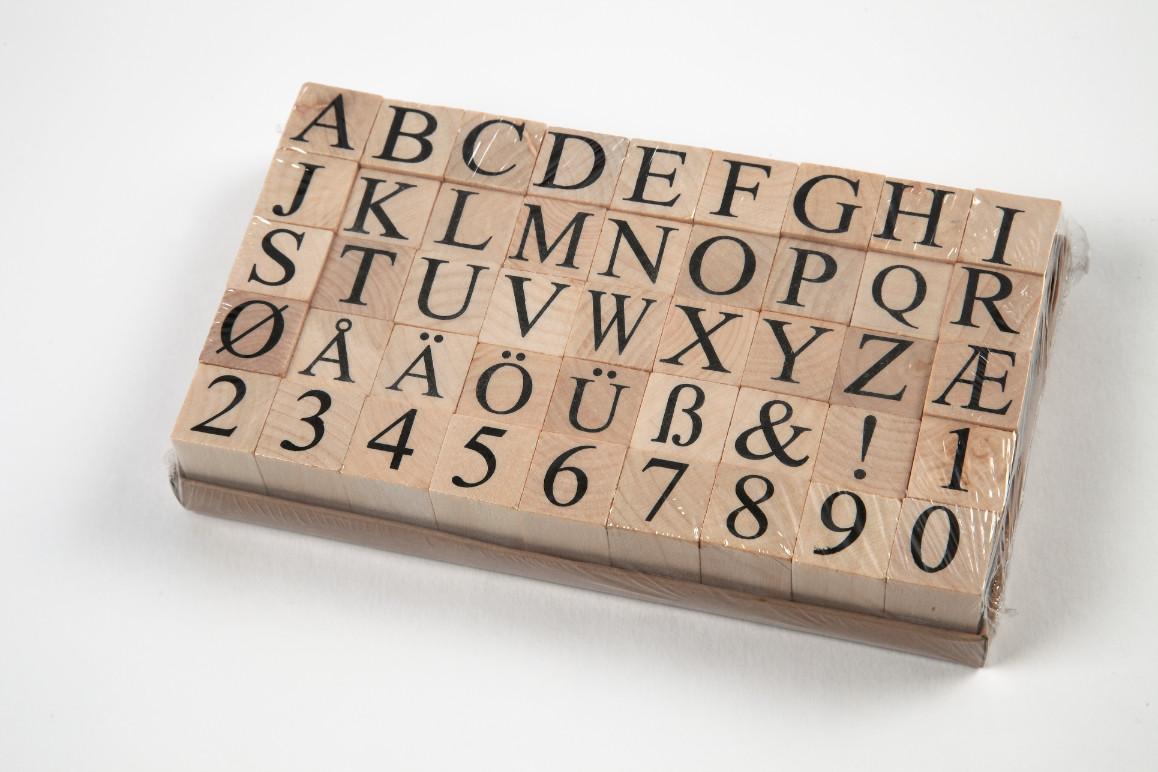 Mediniai raidžių ir skaičių antspaudėliai